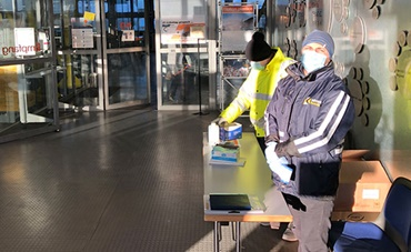 Temperature measuring and face masks at the entrance